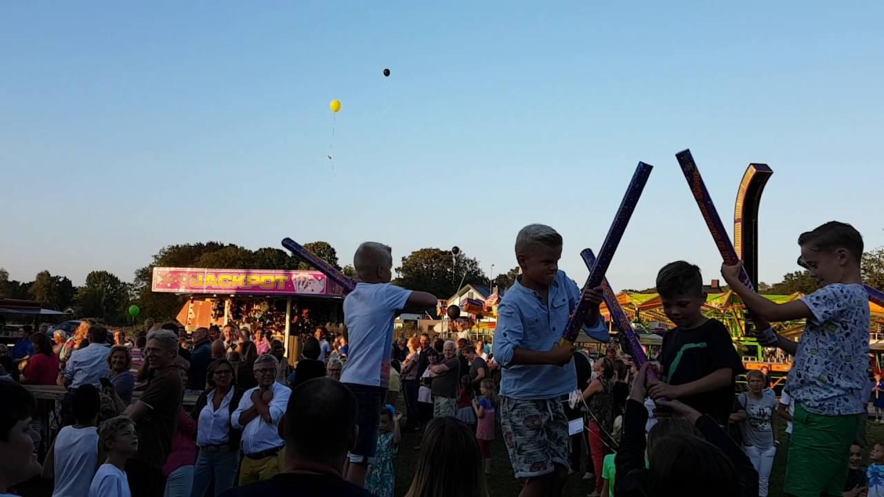 Opening wethouder op terrein 2016 met balonnen